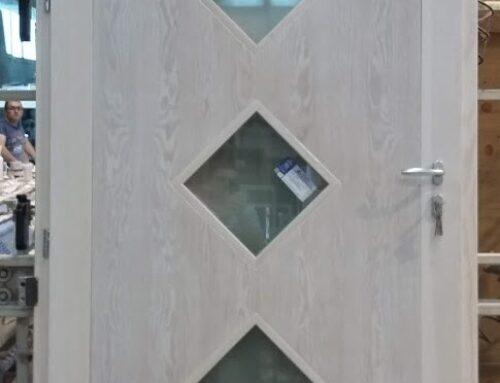 Portone in legno e vetro